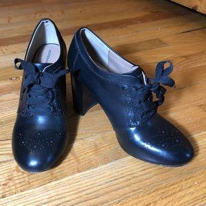 Adrienne Vittadini Lace-Up Black Boots Sz 7.5M